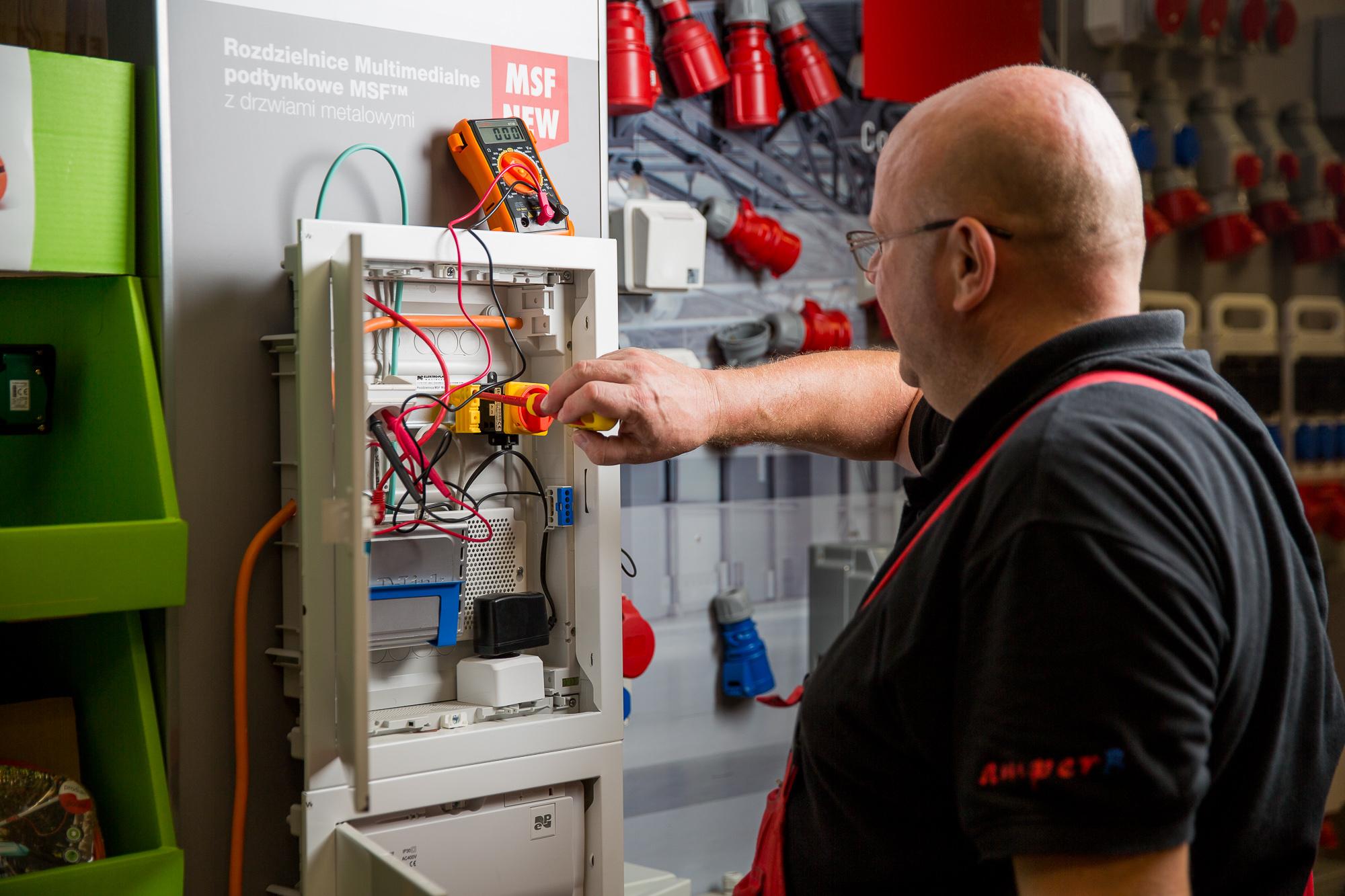 usługi elektrotechniczne